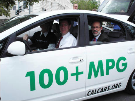 Gaffney in a plug in hybrid, joined by Senator Brownback and Felix Kramer